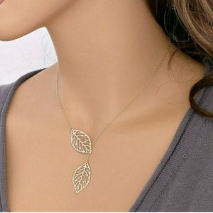 Delicate Silver Leaf Necklace, Stunning!